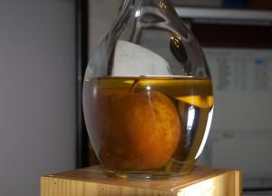 яблоко в бутылке