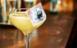 коктейль на основе золотого Air Mail