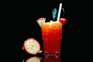коктейль зомби с апельсиновым соком и вишневым ликером